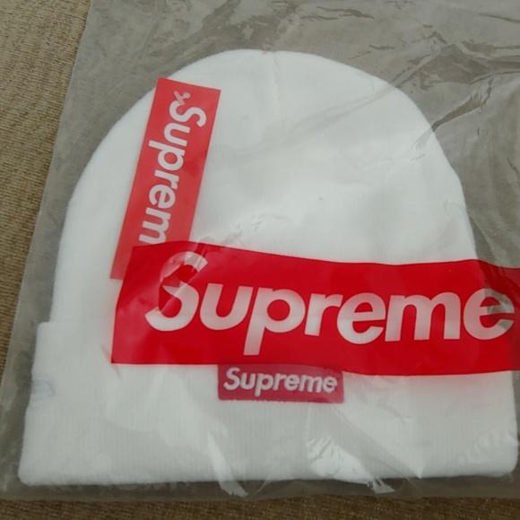 4a666106a68 White Supreme Beanie. NWT. Supreme.  120  85. Size